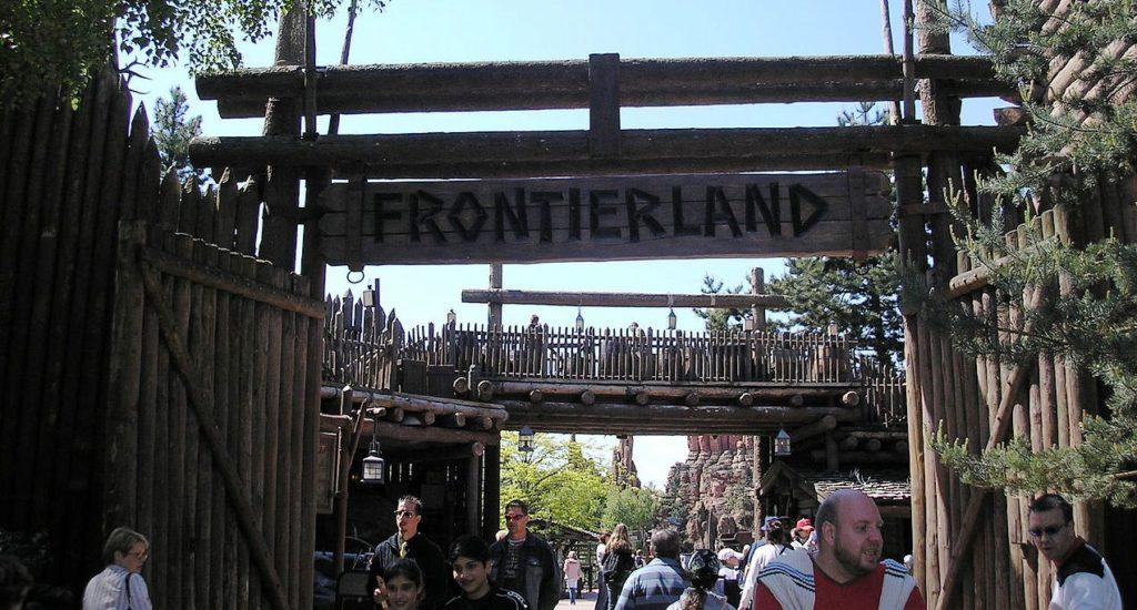 Brama wejściowa do Frontierland w Praryżu o którym mowa /źródło deror avi - wiki/